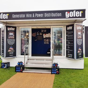 Golfer exhibit at the Showman Show using a Mobex trailer