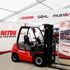 Mobex indoor exhibition stand build for Manitou